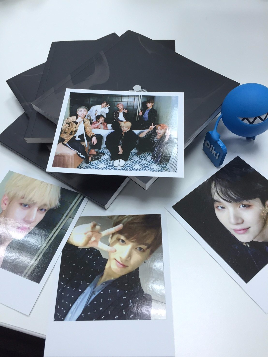 而且這次還是他們出道以來,首次收錄所有成員SOLO曲目的專輯,11/4號發行的台灣限定版專輯裡還會有成員的台版「限定」小卡,現在就來現一下「韓國版」的專輯中贈送的卡片