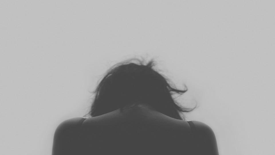 #精神疾病的人 有精神上疾病的人,在Facebook上發文很可能是為了自我驗證,並引起他人的注意。 (精神上疾病並不代表瘋、神經病那種,包括壓力大、憂鬱、躁鬱等許多問題~)