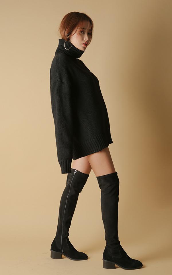 ▼ 毛衣裙+緊身褲襪+過膝靴 中長款的毛衣裙,搭配長靴氣質出眾, 讓你瞬間擁有模特般的好身材... 尤其是黑色,普通人也完全可以駕馭哦~