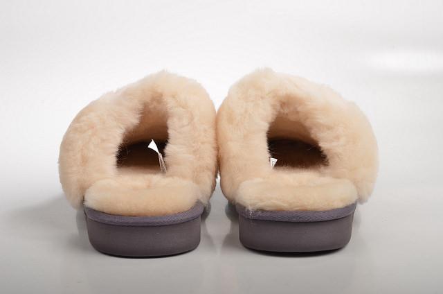 善待動物組織(PETA)11/12在臉書粉絲團po影片揭露,UGG雪靴的羊毛製作過程有多殘忍,呼籲民眾拒買!