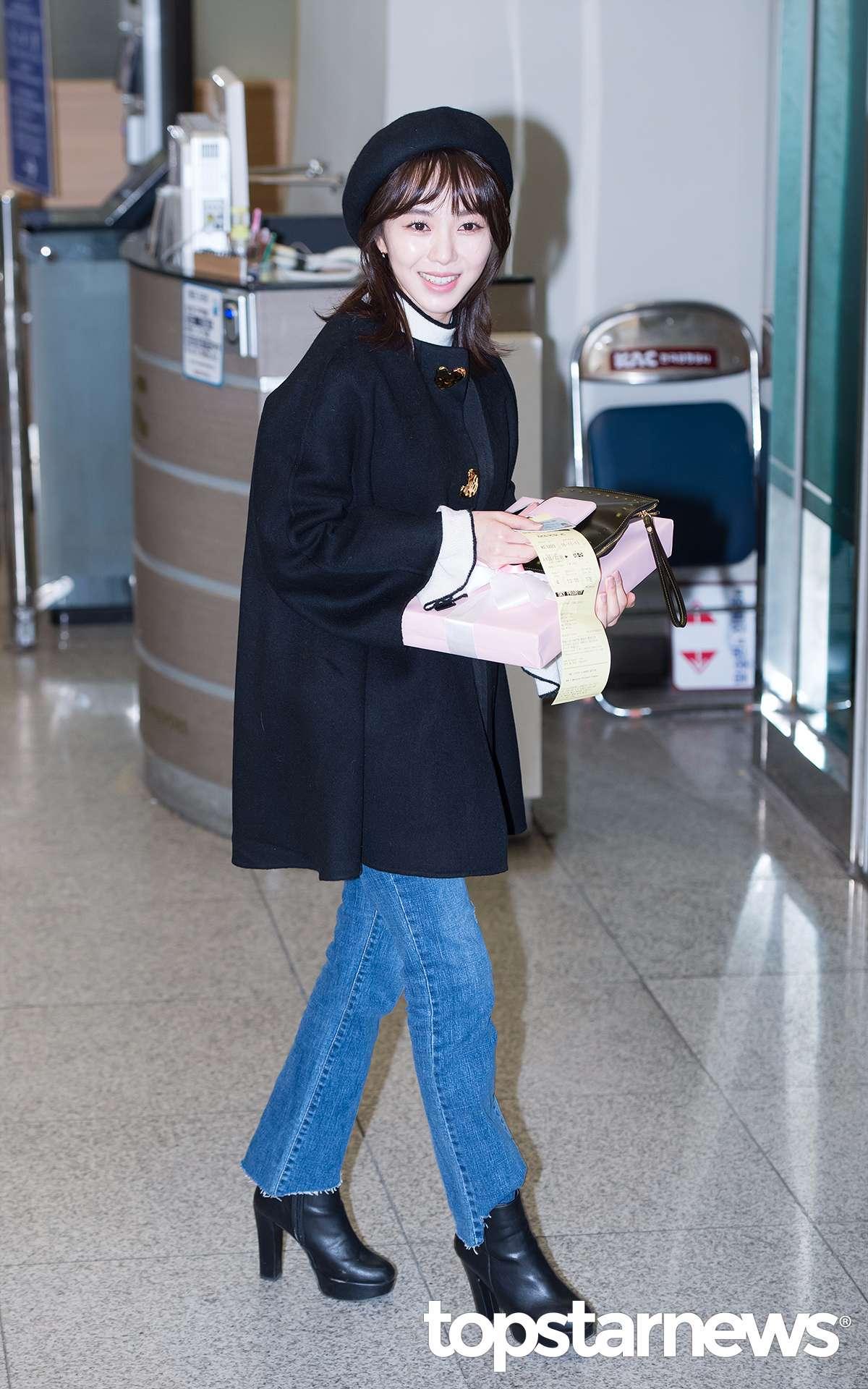珉娥這身打扮從上到下都非常適合小女生..摩登少女覺得大多數的台灣女生都可以欸^^ ..清純可愛也保暖..而且鞋子也可以換成運動鞋或帆布鞋等等..都沒差哦~