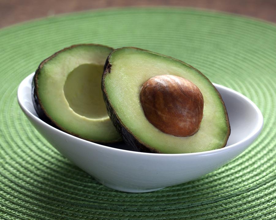 ➤酪梨 含有豐富脂肪酸蛋白質和維生素,其中的維生素A可以刺激賀爾蒙 維生素E可以刺激雌激素,是非常好的豐胸食品,也是很多國外女星愛吃的喔!