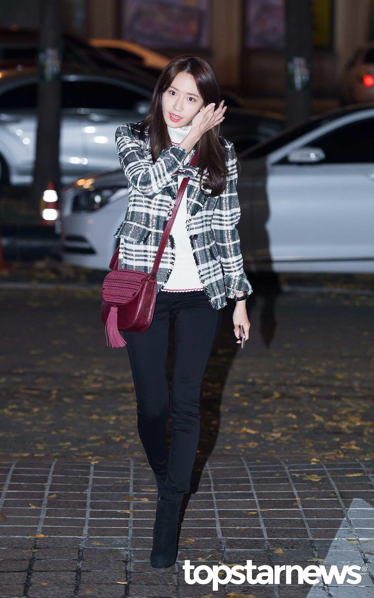 4.西裝款 潤娥則是西裝版型的格紋外套,有種帥氣又幹練的feel,是上班族女孩可以嘗試看看的款式。