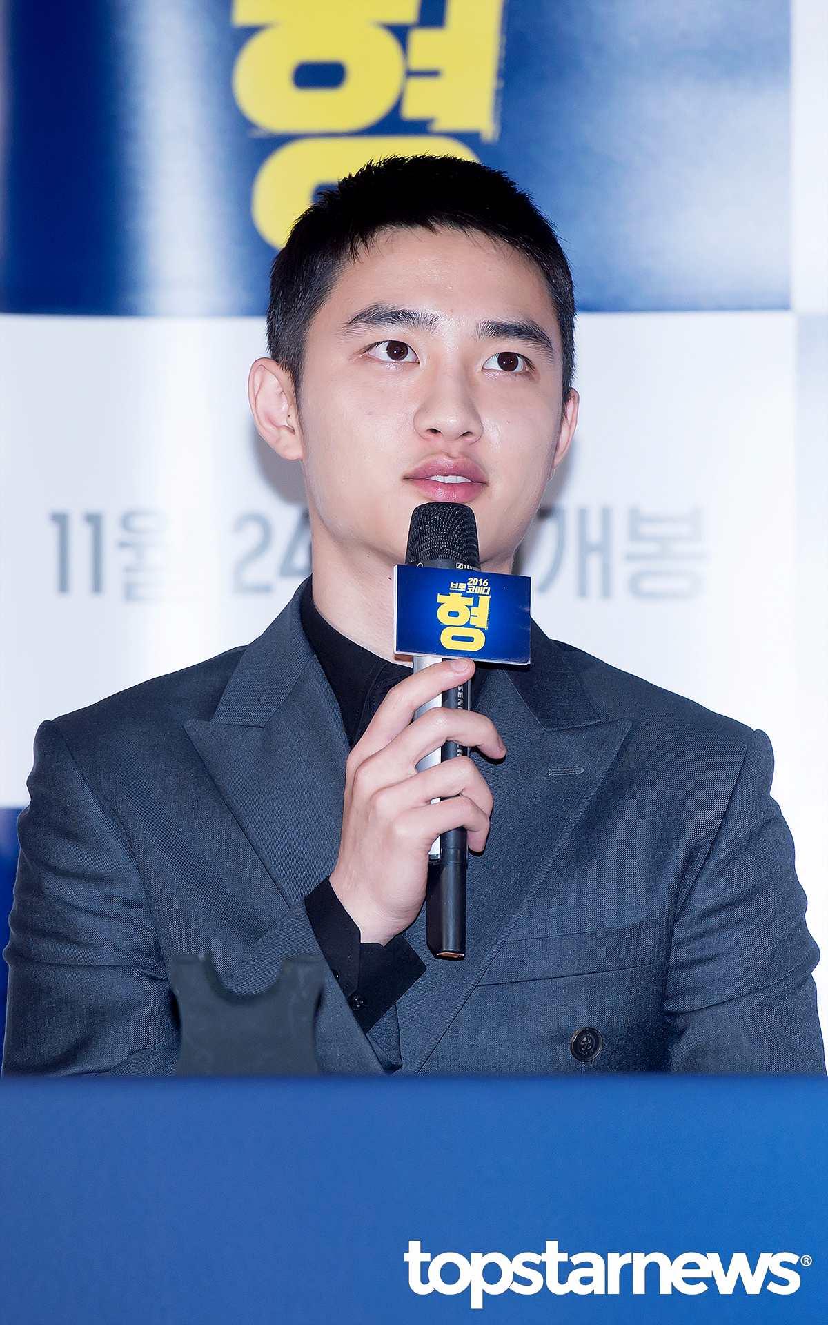 8位是EXO的主唱D.O.~~演員界的都暻秀! 14年在《沒關係,是愛情啊》正式以演員身份出道, 因為精湛的演技,因此還獲得了「 國民幻影」的稱號。