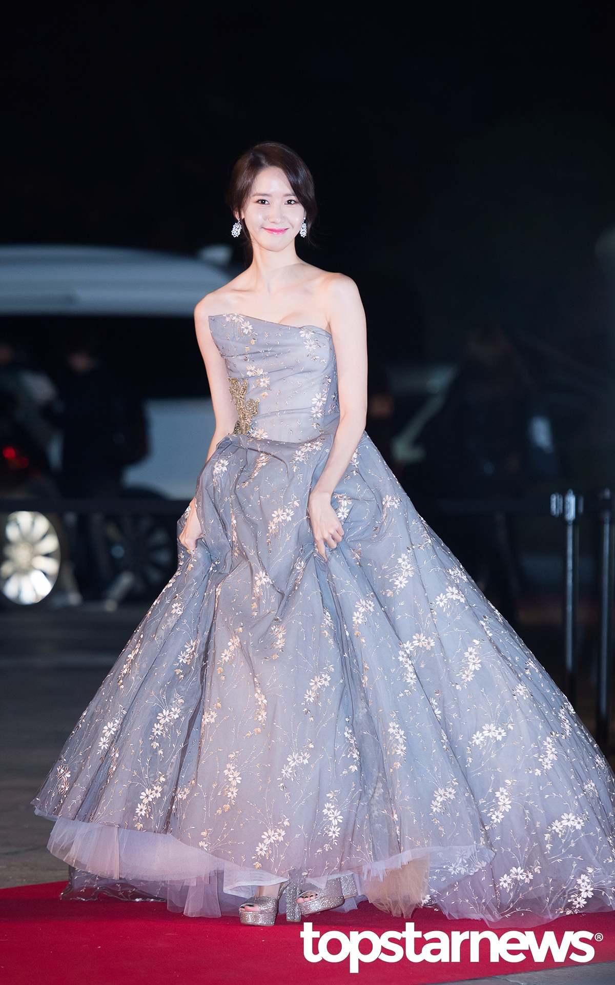 2位就是在17日的AAA大賞上,狂掃獎項的「 紅毯第一美」潤娥! 作為「國民女團 」成員的偶像實力就不用說了! 潤娥最近的演技也越來越得到觀眾的認證。