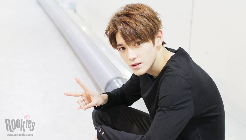 NCT 泰容 出道前就小有名氣的泰容 強烈的眼神加上長得像「JYJ」成員的金在中 因此是很多粉絲入坑時第一個記住的成員~