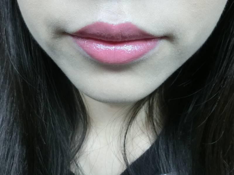歐膩個人認為它修飾唇紋的效果很好,一點也不乾,非常保濕。
