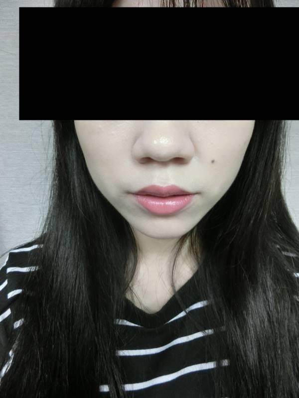 再來給大家看遠照,唇色是不是很自然呢?