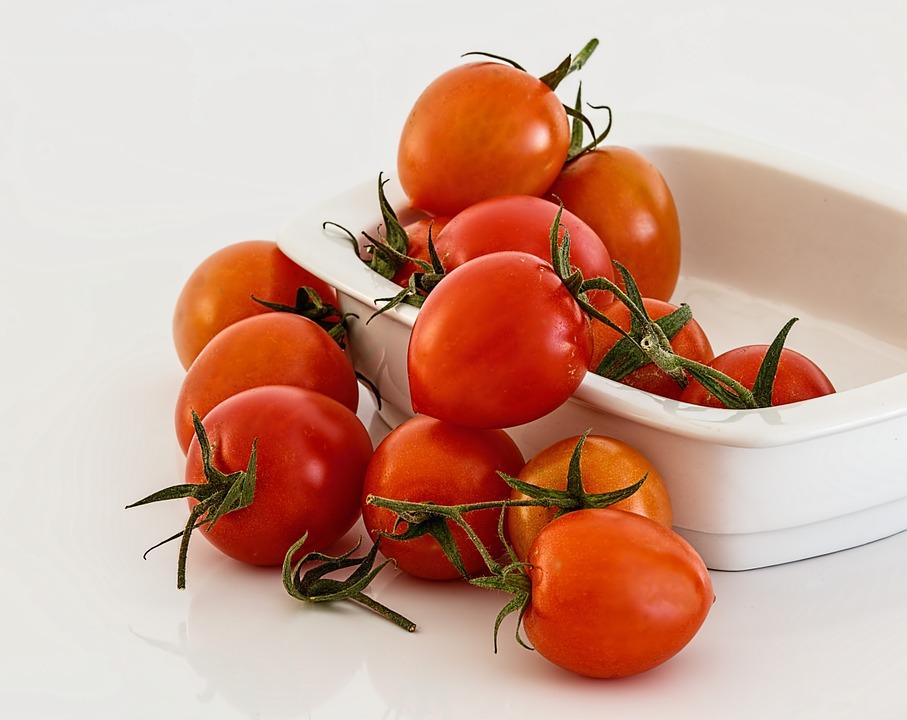 ☞番茄(富含維生素C,有助於肝臟解毒,還有抵抗衰老的作用) ☞菠菜(富含膳食纖維、維生素和礦物質,非常養肝) ☞雞蛋(提供優質的蛋白質和卵磷脂,在修復肝臟細胞時還可促進細胞的再生)