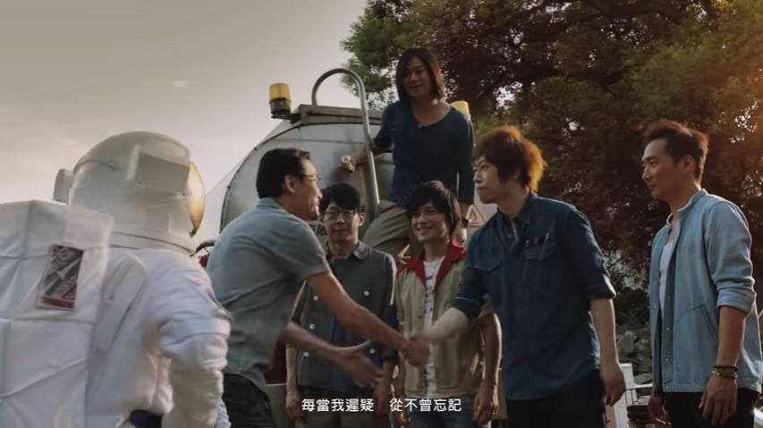 Top 6. 五天月-頑固  五月天除了音樂之外,MV也會給人很多驚喜  《頑固》就是改編一名台灣退休的太空研究工程師的真實追夢故事,還請來梁家輝、吳慷仁等人演出,影片真的很感人QQ