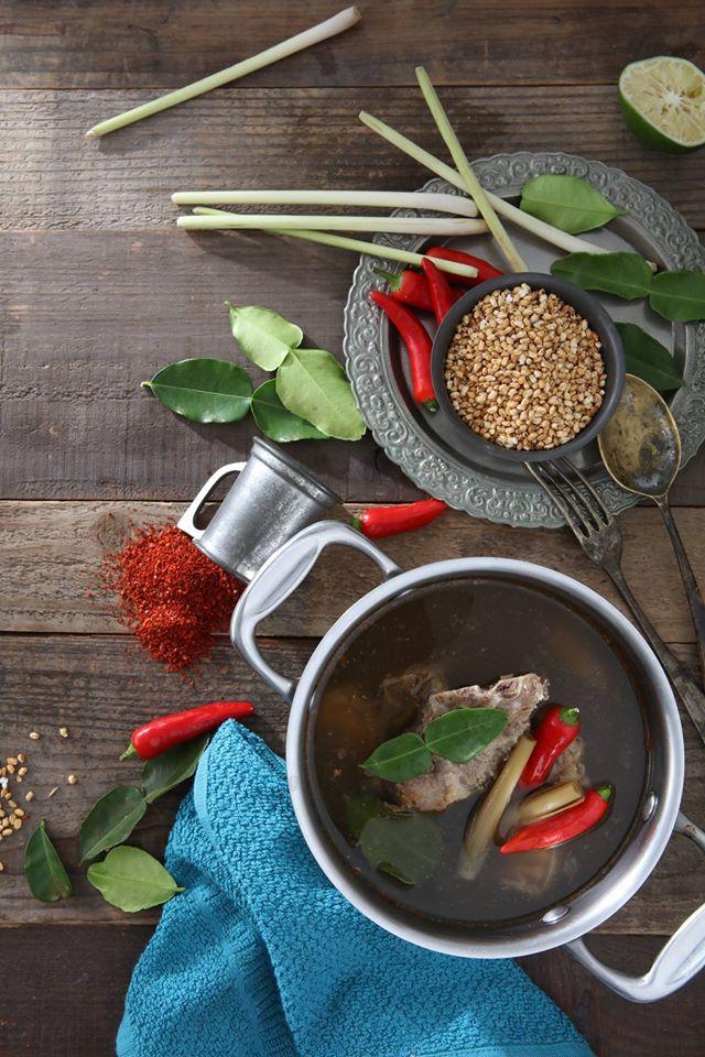 ➤ 湯底選擇 想要減重的朋友在湯底上就可以選擇蔬果、昆布或藥膳的湯底,其他像是麻辣、起司牛奶等有大量油脂的要避免。