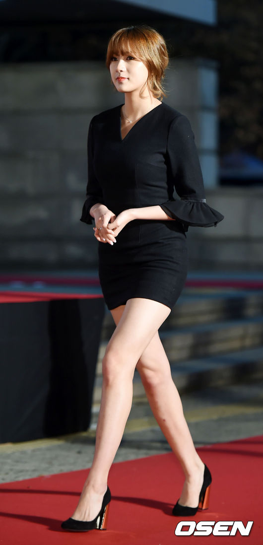 ✿Apink 夏榮 雖然夏榮平時看起來安靜默默的,網友們也都幾乎比較常討論其他成員,但其實夏榮的美貌也很驚人,據說本人真的超美超漂亮♥