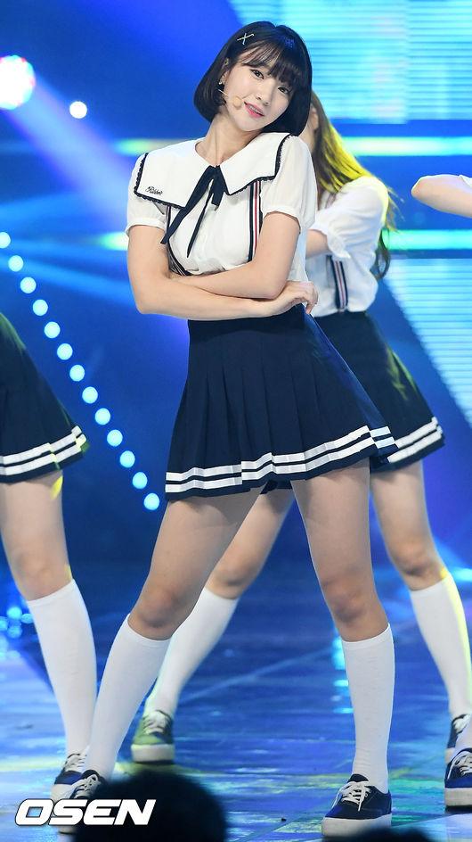 ✿Oh My Girl Binnie 其實Oh My Girl的成員,小編覺得Binnie長得超可愛又很日系,感覺本人也會跟照片一樣美♡