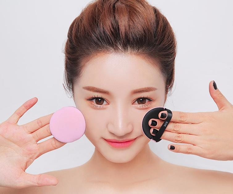 #6、用防皺彩妝,鮮亮的同時阻擊皺紋 現場市面上有很多具有防皺功能的彩妝,這對於愛美妞來說絕對是彩妝品產中最好的選擇哦~