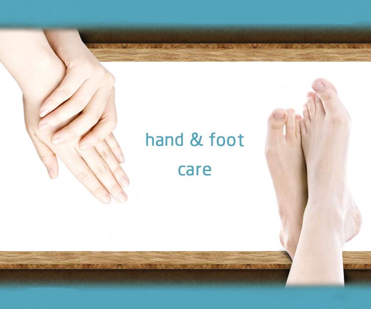 #8、睡覺前進行手、腳保養 擁有美麗的手和腳也是美女的重要標準,因此要記得給它們提供足夠的營養成分!因為手腳沒有皮脂腺分泌油脂,在清潔皮膚時盡量選擇微酸性的保濕型清潔乳,清洗潔完成後再趁濕潤塗上保濕滋養型手足霜。