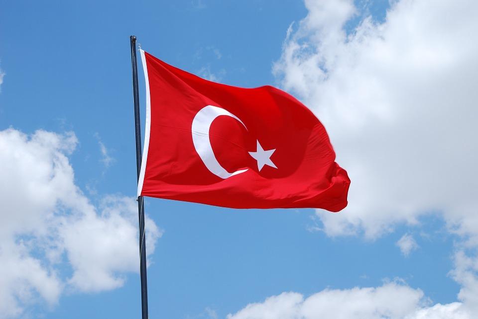不要懷疑你的眼睛,你沒看錯。 這是一個國家、執政黨提出的法案,而且甚至獲得土耳其國會初步通過。