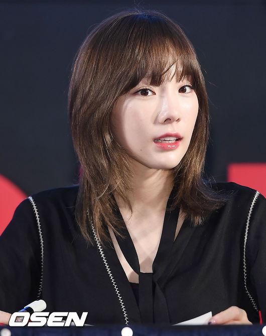 釜山簽名會時,太妍的白皮膚配上清爽褐色短髮 完全可愛啊>///<