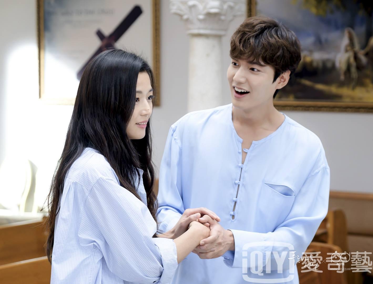 像是現在韓國收視率最高,集合了李敏鎬、全智賢共同演出的電視劇《藍色海洋的傳說》也獨家在《愛奇藝台灣》線上播映。
