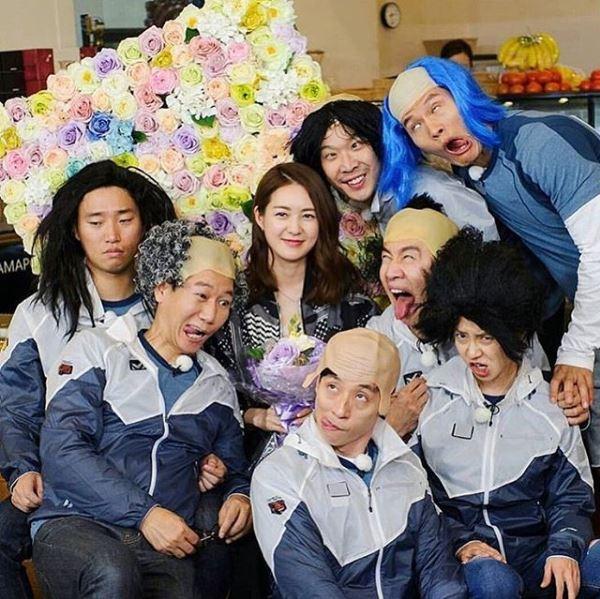 BLACKPINK全體錄製RM節目的消息一公布馬上引起粉絲討論,希望成員們能放開一點阿!