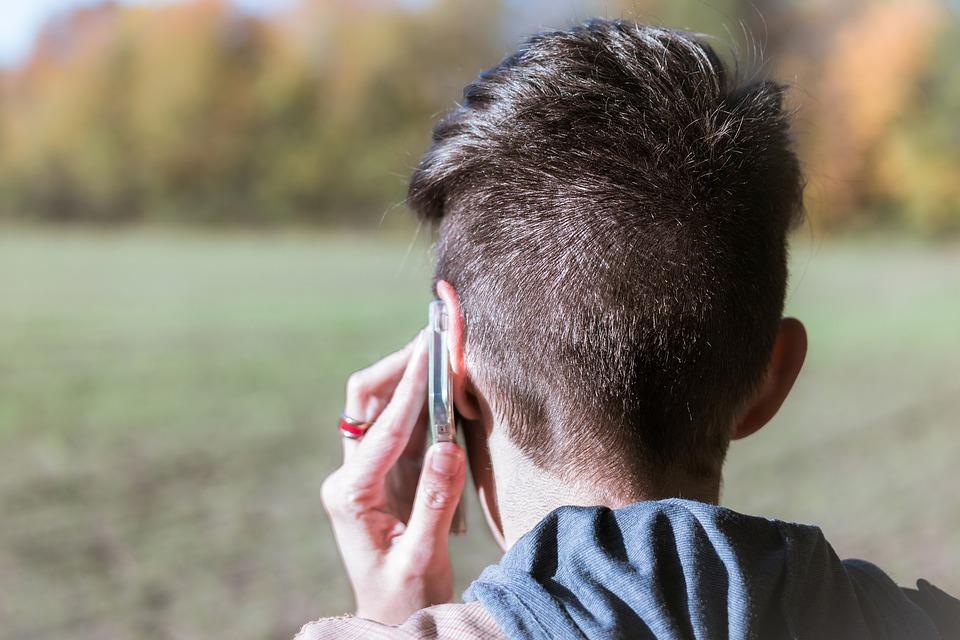 Robin找了一家電信公司在2007年的通訊紀錄,在3500萬人、60億通電話中篩選掉公務電話等情形,最後把調查對象縮到27000人。