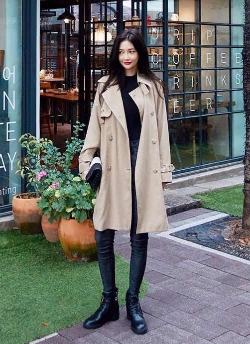 ▶ 同色系搭配 如果已經穿著寬鬆大衣了,建議裡面的衣服搭配就不要有太搶眼的配色,有一致性的感覺更能穿出尚感!