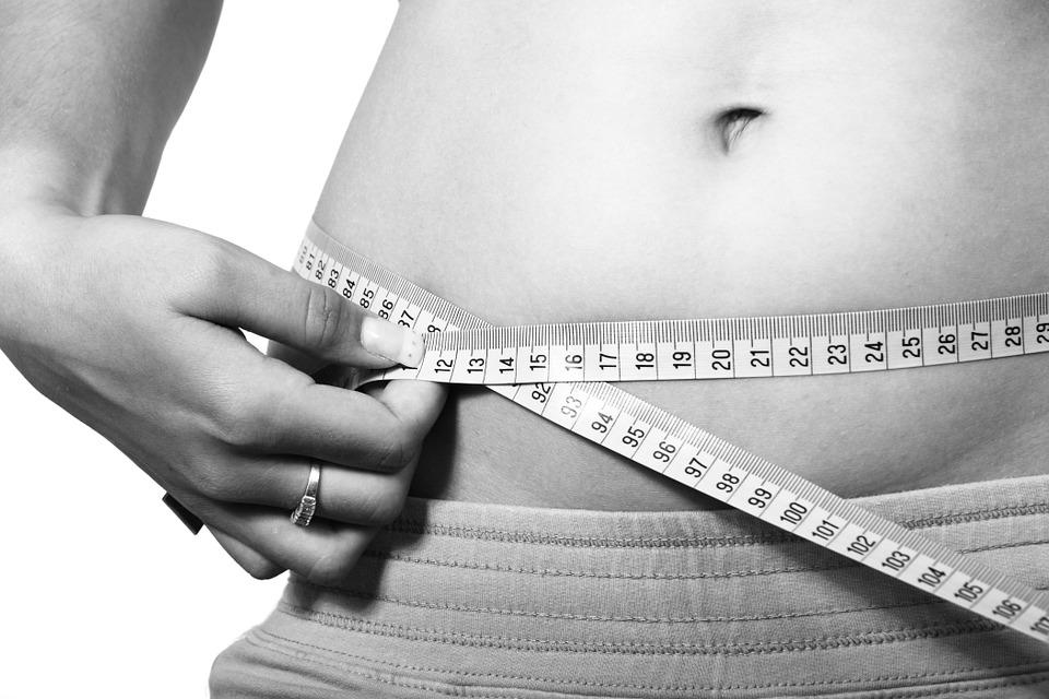 皮尺: 經常用皮尺測量自己的腰圍、腿圍等,實實在在感受自己身體上各個圍度的變化,會使自己更有動力堅持下去!(哪怕只是減少1cm也會讓人信心大增哦^^ )