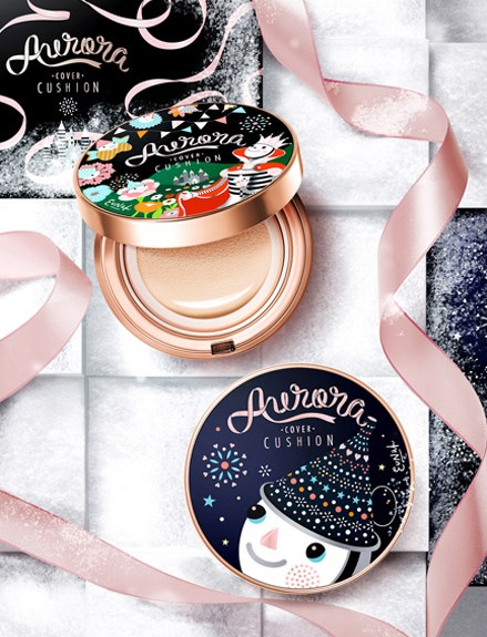 首先是verite出的2款聖誕限定氣墊粉餅,濃濃的聖誕氣氛在金邊盒身上就感受的到,可愛的AURORA氣墊粉餅絕對是聖誕節送禮或自用的最佳選擇。