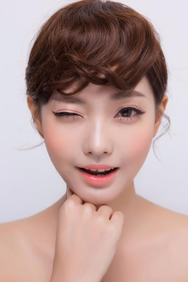 ♌♩⑧ 輕輕按摩 紅血絲皮膚的妞可以經常輕輕按摩紅血絲部位,促進血液流動,有助於增強毛細血管彈性..不過記住按摩力度一定要輕,以免拉扯皮膚。
