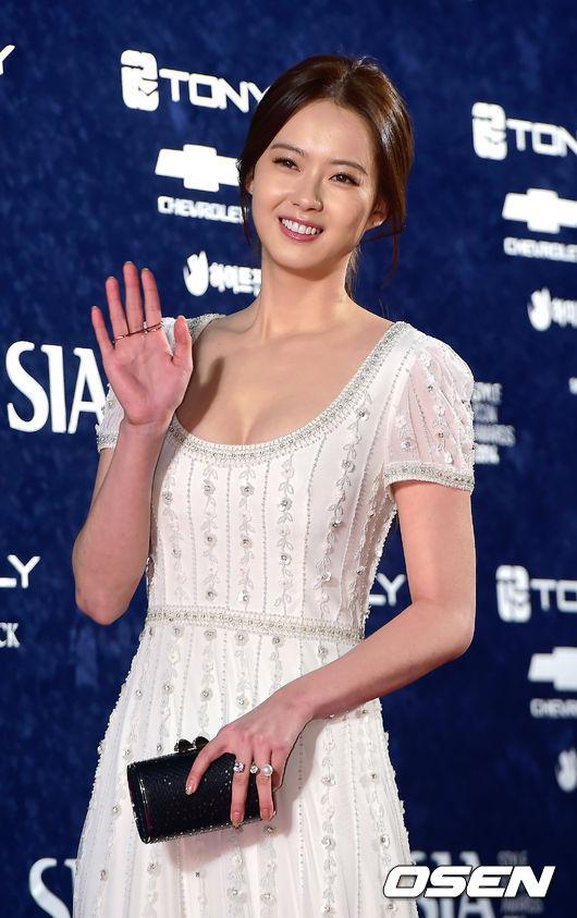 近日女演員高雅羅(高雅拉)與SM的13年的合約到期,目前也沒有與SM續約的動作,未來的動向引發了眾人的關注。