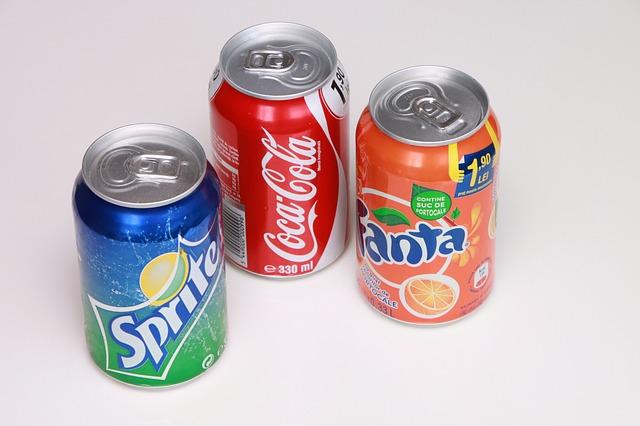 汽水:  含咖啡因的汽水會造成脫水,而且大量的糖抑制你的免疫系統,讓消化系統更糟  (等於是同時喝了咖啡跟吃甜食QQ)