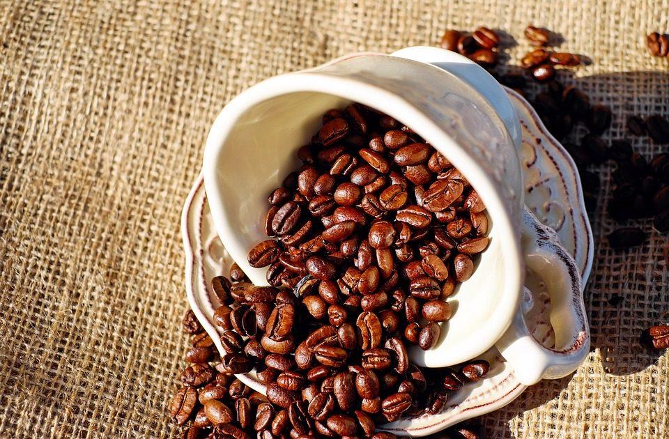 ►咖啡 咖啡內含咖啡因,容易讓身體產生皮質醇,然而皮質醇就是會讓產生粉刺的重點之一。