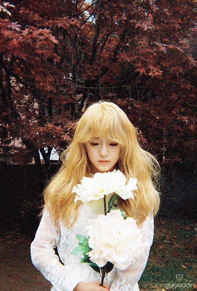 作為女團gugudan和I.O.I成員 首次發行Solo歌曲《花路》, 金世正就在音源榜上獲得一位成績 , 世正還表示完全不敢相信。