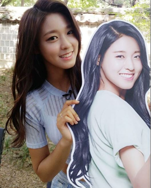 不少粉絲都說她笑起來時和AOA雪炫有些神似,笑起來甜甜的樣子,似乎還真的有些神似呢!(總之就是在韓國會大受歡迎的標準型美女啊~)
