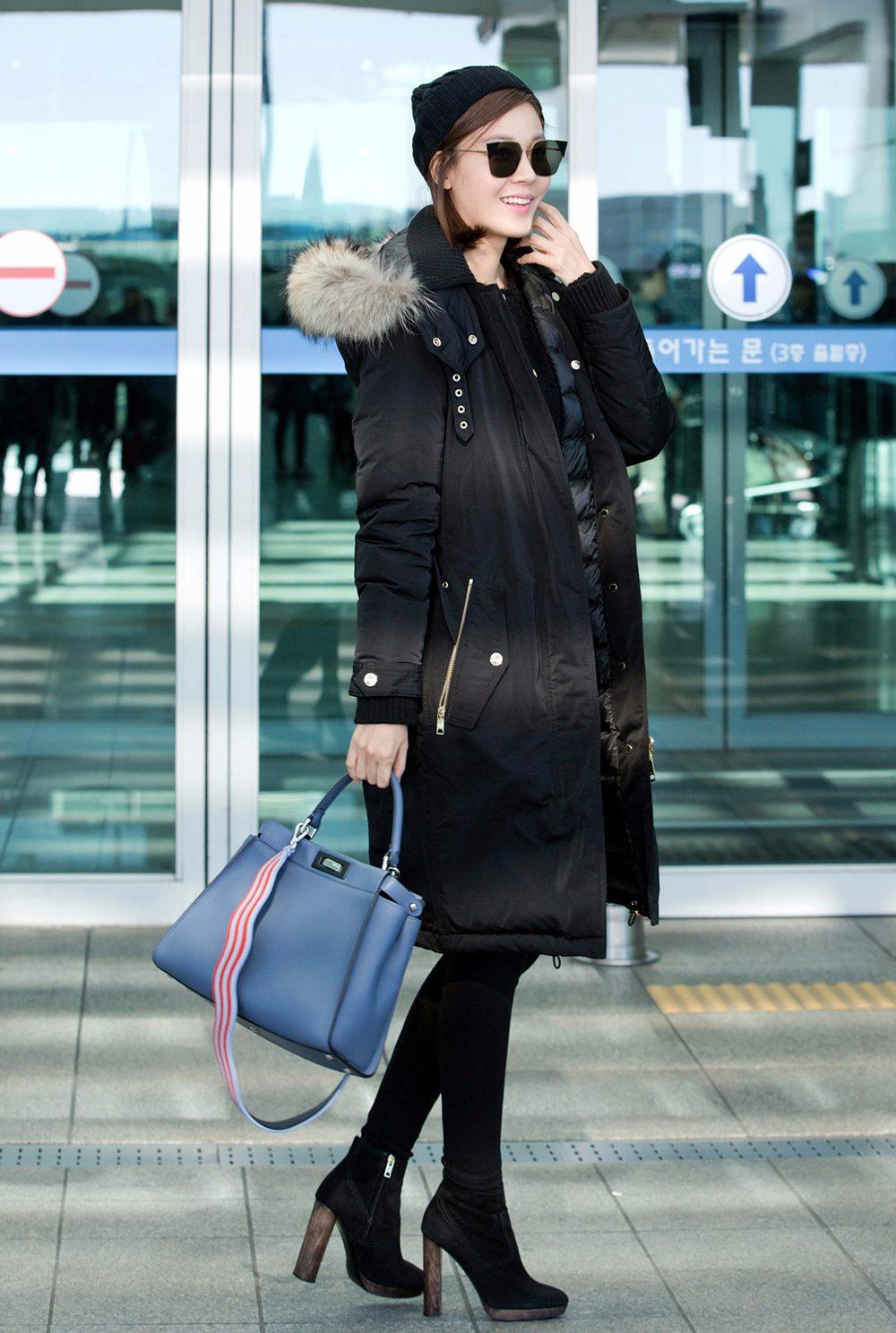 如果再搭配上黑上衣的話,這樣All black的組合,是冬天顯瘦的絕佳搭配哦..隨便加一點其它顏色的配飾都會成為絕對的亮點呢~