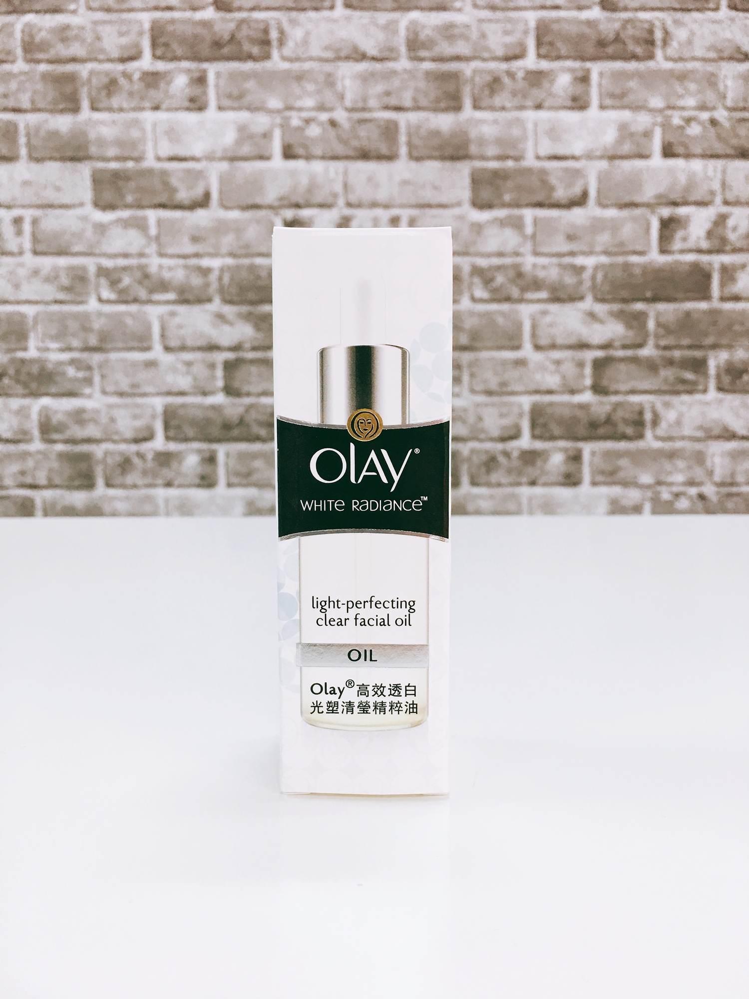 OLAY的高效透白光塑清瑩精粹油,主打可以提升肌膚光效的多效清透油,且沒有香精和色素,可以輕鬆打造白裡透光的高顏質美肌。