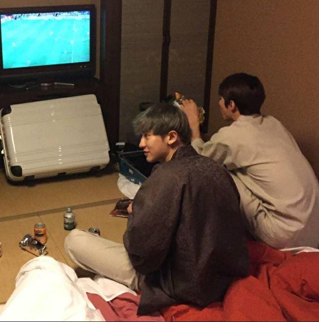 而且其實除了燦烈是遊戲好手,燦烈打電玩時的必揪好夥伴之一EXO的成員伯賢似乎實力也不容小覷,不僅最近在中國應影音網站邀請,開設了自己的線上遊戲直播頻道