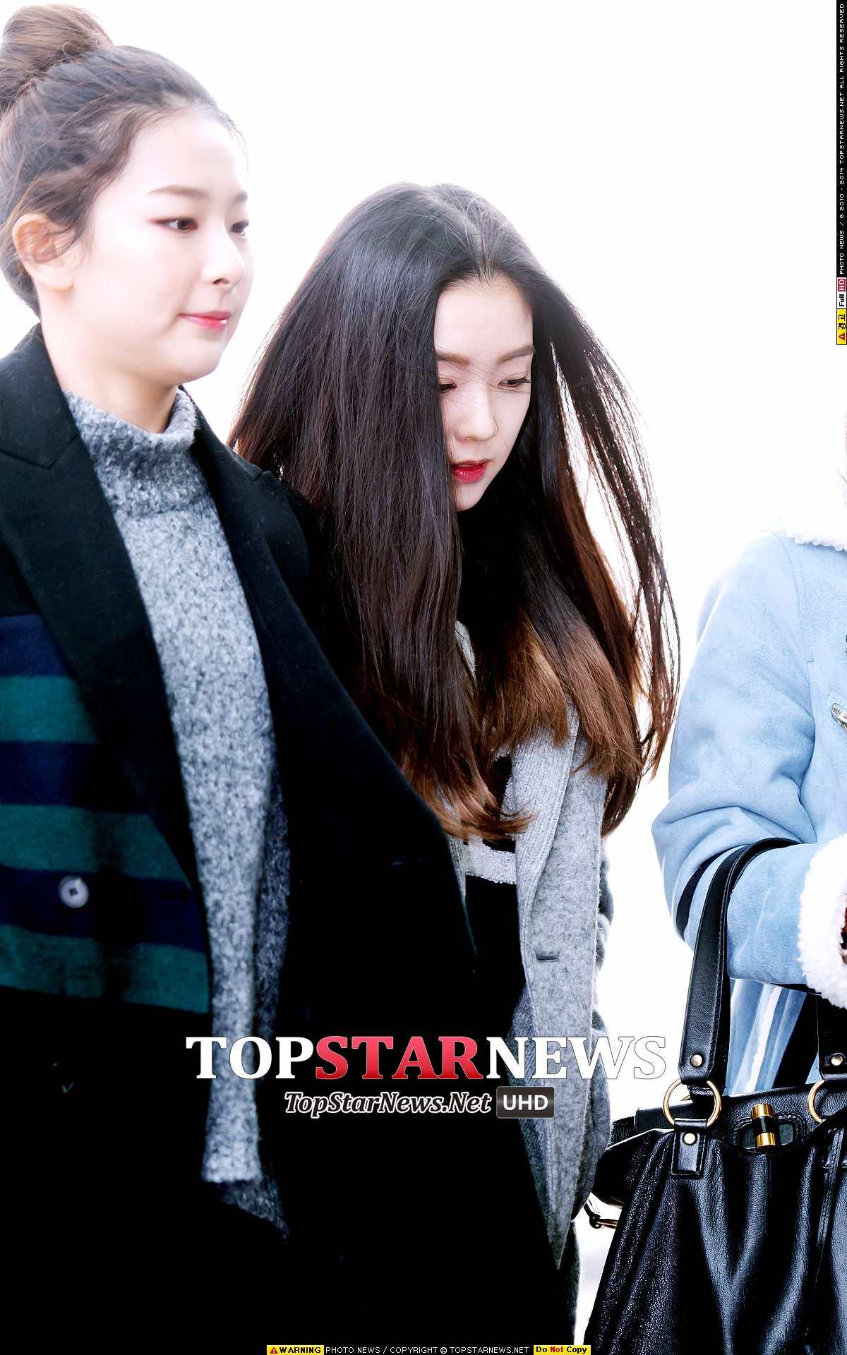 相較其他成員, Irene被拍到低著頭走路的次數真的很多耶!~ 不過已經很嬌小的Irene再低頭的話,看起來更小隻啦 ><