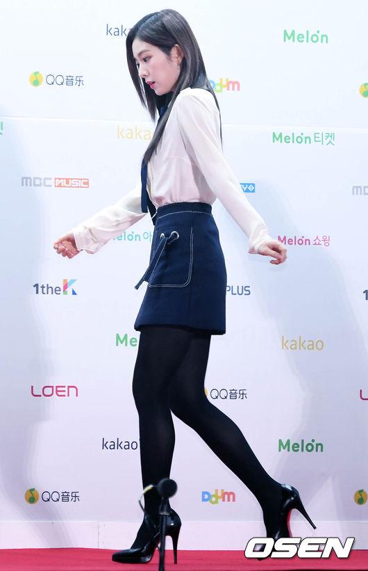 雖然最近 Irene 在《Radio Star》節目中的表現,遭到許多網友的批評,但希望她不要因此害怕上談話性節目啊!小編相信 Irene 會慢慢進步的!! 假如貝貝(Red Velvet)不上節目的話,已經沒有實境秀的粉絲該怎麼辦~ㅠㅠ