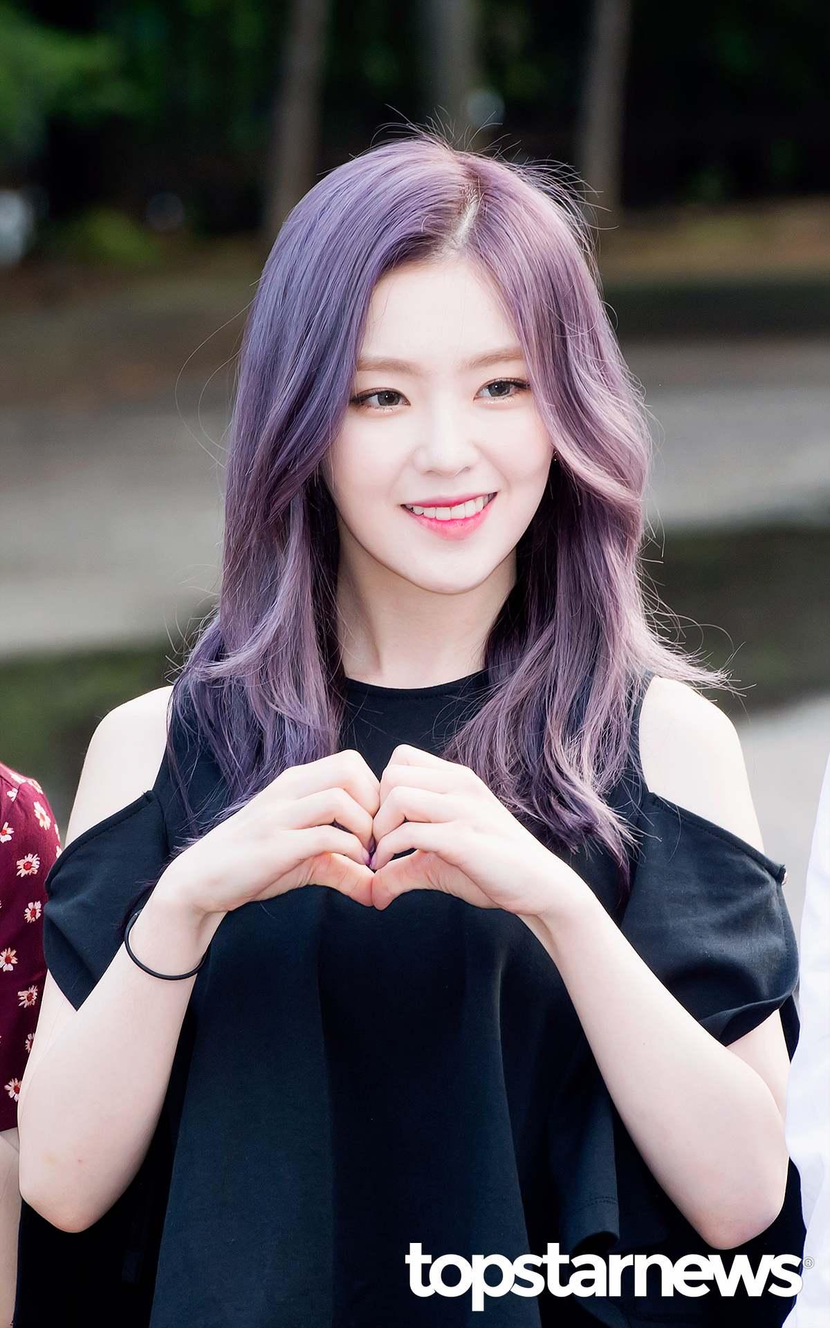 尤其是隊長Irene9月初剛回歸時的紫髮,根本夢幻的像仙女下凡, 甚至讓韓國媒體驚歎到「她是人?還是妖精啊? 」 更是粉絲心中「喚醒早上的美貌 」。