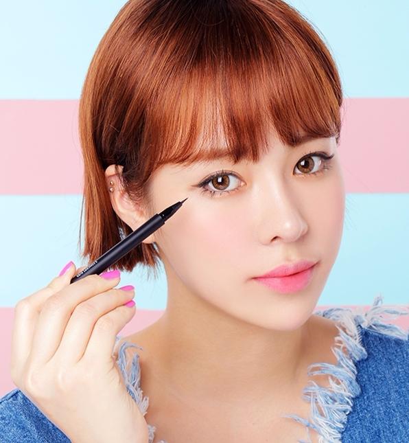 #順序不對 一般順序是先夾睫毛、眼影、眼線、最後是睫毛膏,但透過不同的次序,呈現的妝感也不太一樣! 例如想要強調眼線,可先以眼影打底再畫,想要強調眼影則相反,多試試不同的排列組合,能營造不同風格的妝感。