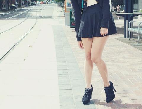#5 即使在冷冬天也要穿迷你裙,露出裸腿 而且有一雙女生覺得細、男生看起來會覺得肉的剛好的腿
