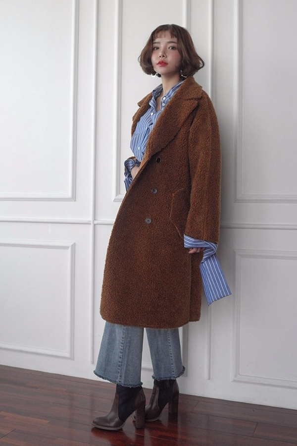 亦或是..看起來就暖呼呼的毛絨大衣 對於愛美妞來說,都是不可或缺的。