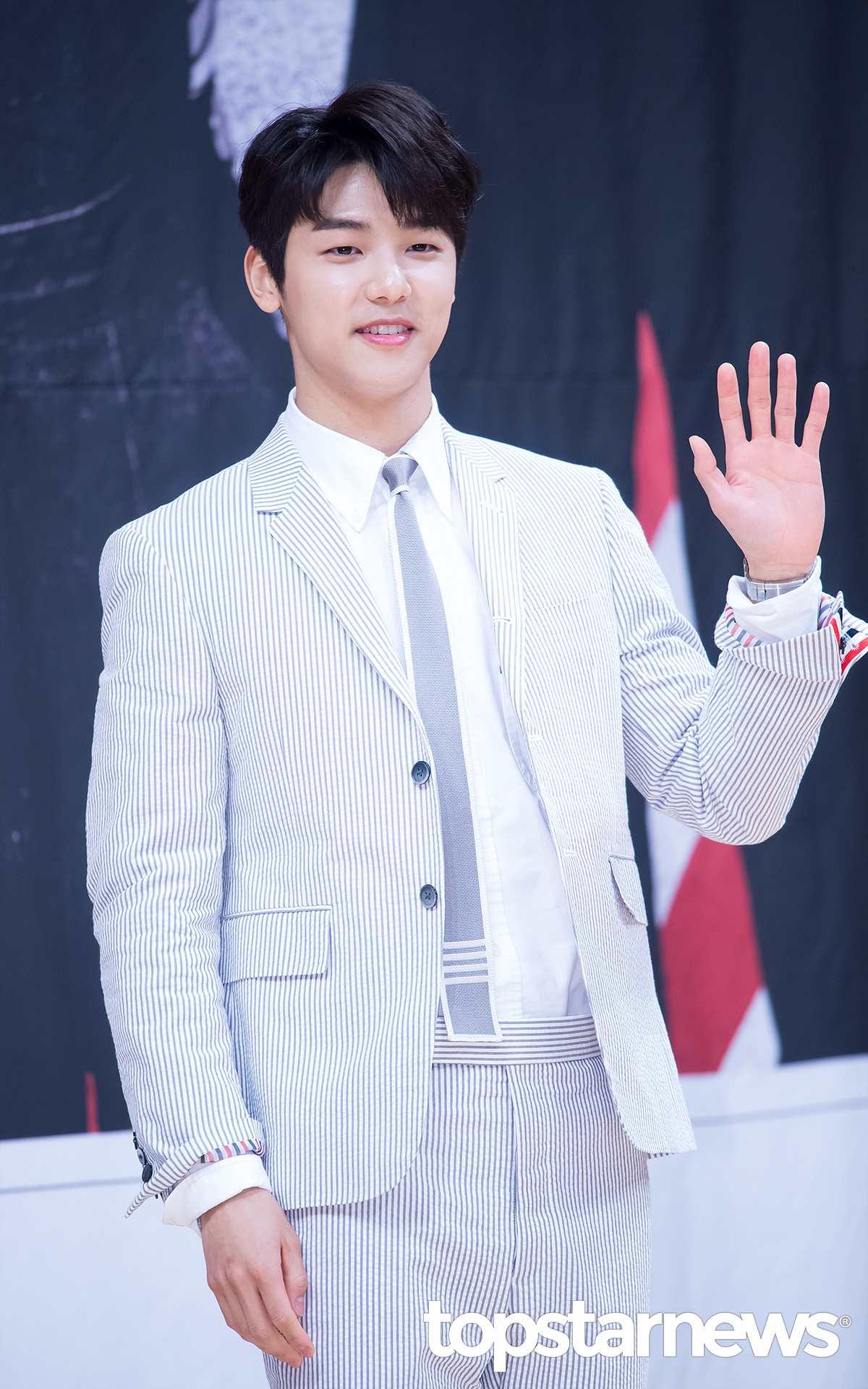 #2 CNBLUE 本名:Kang Min Hyuk(姜敏赫) 生日:1991年6月28日