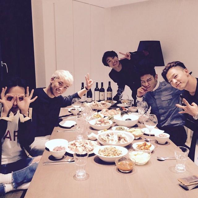 BIGBANG成員們最近都一起上綜藝節目宣傳,<無限挑戰 ><一周的偶像><黃金漁場Radio Star>,VIP們要記得收看節目的播出哦~