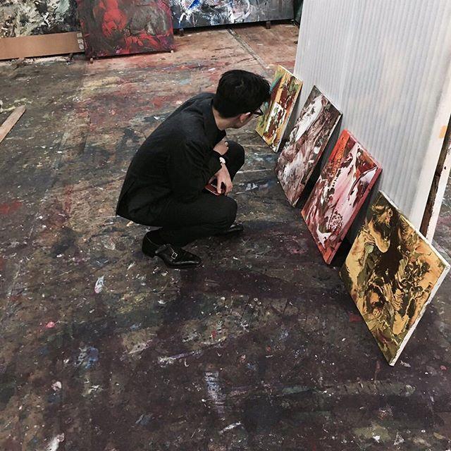 經常看到TOP在instagram PO一些他去看展覽的照片~