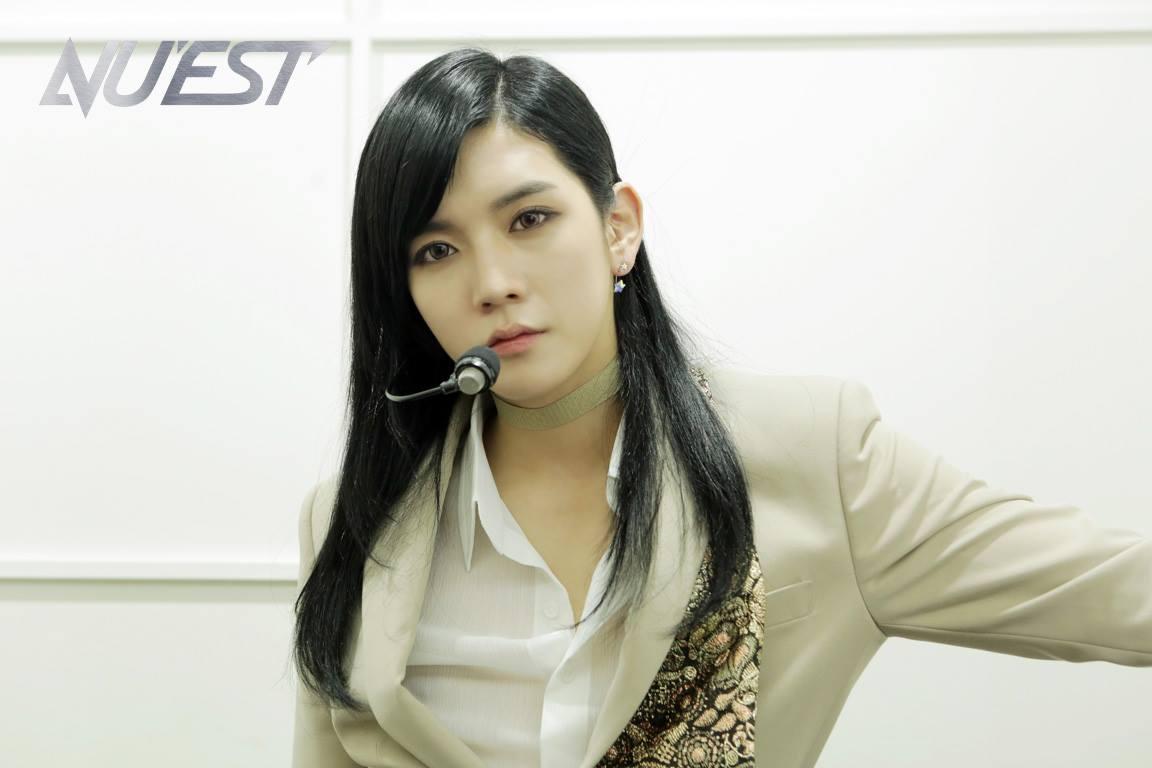 說到男團成員扮女裝一定要提到的是他 NU'EST的Ren!!!