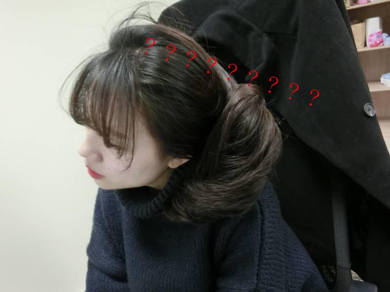 連把頭髮拆下來的力氣都沒有,就這樣讓頭髮停在那....