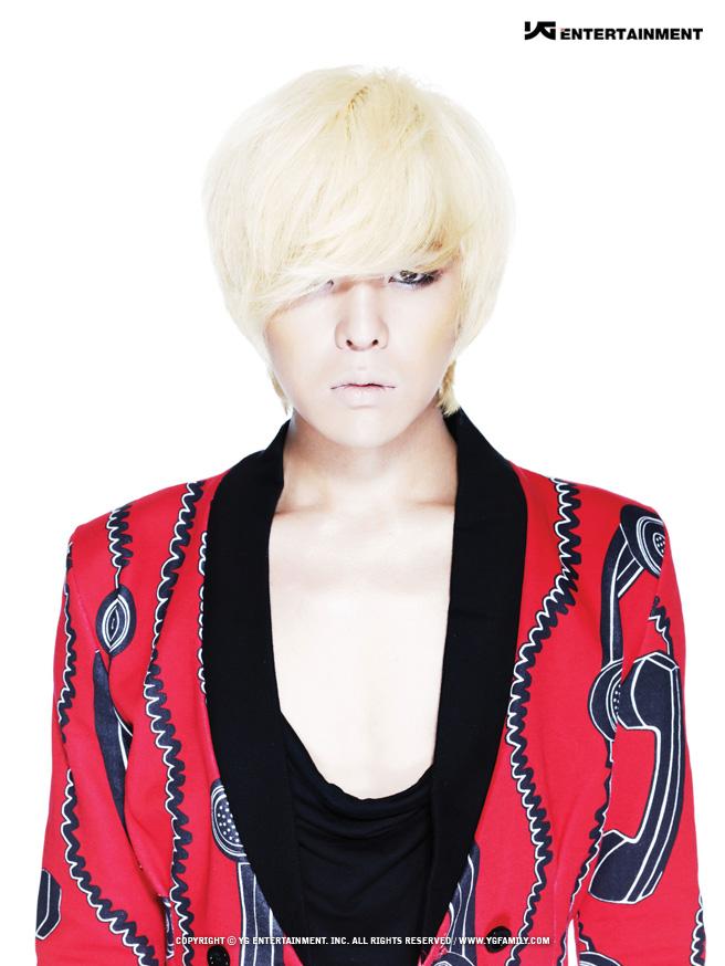 ✽22歲(2009年) BIGBANG與當時被稱作「女版BIGBANG」的同公司新女團2NE1合作《Lollipop》、個人首張正規專輯《Heartbreaker》