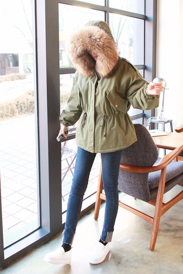 ♯ 短款羽絨服: 搭配一條緊身長褲,身材比例有被拉長^^