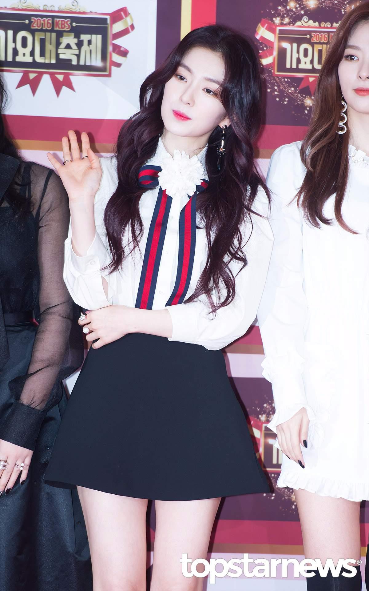 Red Velvet Irene Irene的魅力無窮~ 她肩負起照顧成員的責任,像是在家裡燙衣服XD 時而可愛、甜美、清純~不管男生還是女生都會深陷IRENE的魅力啊!